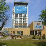 Der Haupteingang zum Hotel Arka