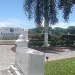 entrada del hotel, excelente ubicacion, sobre la avenida principal de la zona hotelera