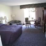 Best Western River Terrace Purplie-icious Room