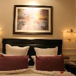 standard room: bed