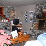 Petit salon avec cheminée pour se détendre