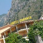Hotel Caravel infront of mountains
