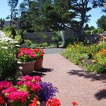 Relaxing garden area at Pop's Sweet Shop in Gearhart