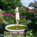 Fountain at back of Middleburg Country Inn