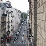 Vue du 5ieme étage (Station de métro au bout de cette rue).