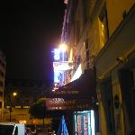 Hostel Blue Planet (view from the street at night)