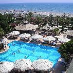 pool+garden+beach+sea