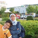 Rosita & Sid (Hotel Arte in the background)