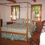 main bedroom looking right