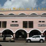 Le devant de l'hôtel