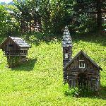 le casette costruite nel giardino, deliziose!