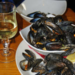 Fresh mussels and tasty wine in Monks Bar and Restaurant
