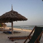 la parte della spiaggia accanto al campetto da beach volley..