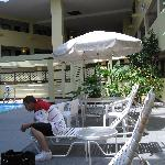 Great Pool Seating Area CLEAN New and very nice to sit and relax read while the tikes /teens swi
