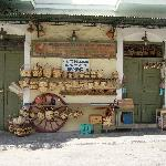 Hardware shop, Chora