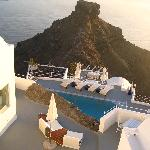 DOWNWARD VUE OF SANTORINI GRACE