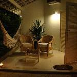 Terraza y acceso al bungalow