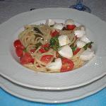 Spaghetti, cherry tomatoes and mozzrella