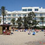 Strand am Hotel mit Lifeguard