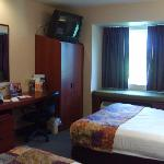 Microtel room w/2 queen beds