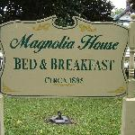 Magnolia House Sign
