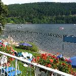 Il solarium direttamente sul lago
