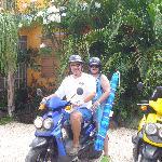 El mejor medio de transportacion en la isla es motora
