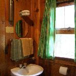 Huskins Motel bathroom