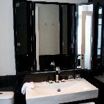 Montefiore Hotel, bathroom