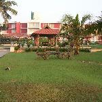Vista del hotel desde el jardin