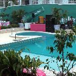 Mariage à la piscine de l'hôtel - Attention au bruit !!!
