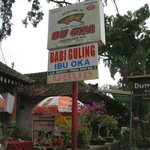 Photo de Warung Babi Guling Ibu Oka 3