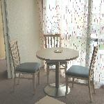 Table/chairs in living room