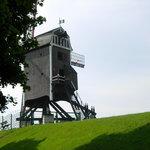 Magnífico este molino de Sint-Janshuis,que comparte un tranquilo paisaje,junto con tres molinos