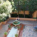 Una de las fuentes de los patios.