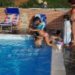 La piscina, passione delle bambine