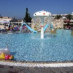 toddles pool with mushroom fountain about shin deep
