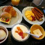 Breakfast Buffet / 朝食ビュッフェ