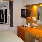 Room 12: Bed / Workdesk / TV