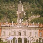 Vista frontale di Villa Fenaroli
