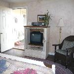 Tumbleweed Room TV and front entrance