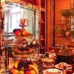 The grand breakfast area with its wide array of quality foods.