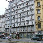 The view of the hotel from outside the Sud Bahnhof