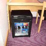 Minibar sotto la scrivania