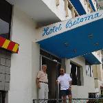 Un exceleten hotel cerca a la playa