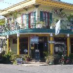 Schiro's Balcony Gueat House