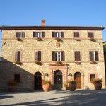 Borgo San Felice, Il Palazzo