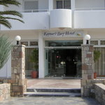 Photo de Kamari Bay Hotel