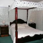 Lovely Four Poster