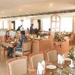 'DE JAVU' The Lakeview Restaurant